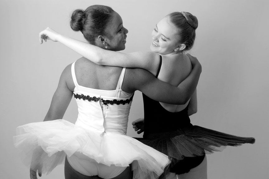 ballerinas hugging 72